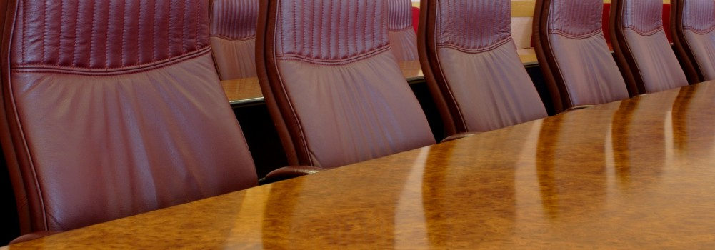 Wood-conf-table-w-burgundy-leather-chairs-iStock_000000600511Medium-e1410231702836